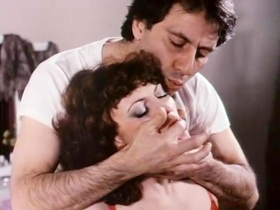 Kelly Nichols, John Leslie in John Leslie eats a sassy brunette's pussy