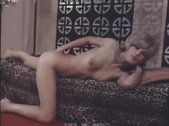 John Holmes, Cyndee Summers, Suzanne Fields in vintage sex scene