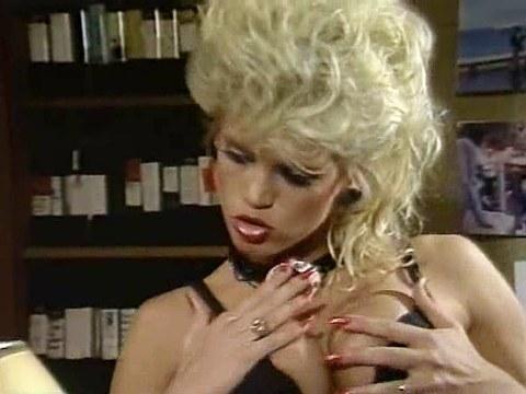 Jane Bond Meets Octopussy – Free Retro Lesbian Porn, Vintage Woman Nude